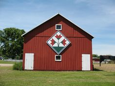 there are some of these barn quilts here in southern indiana and I love them!! (I never knew they had a name!!!)