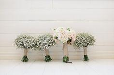 Conheça os Tipos de Buquê e Escolha o Seu. Veja Também qual a Época de Cada Flor, por Estação, Para Saber qual Será mais Fácil de Encontrar no Grande Dia!