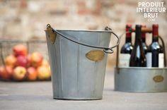 Gebruik deze metalen emmer als prullenbak, wijnkoeler of als plantenbak. De mogelijkheden zijn eindeloos!