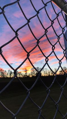 sunset Source by josieyrose Sunset Wallpaper, Tumblr Wallpaper, Galaxy Wallpaper, Screen Wallpaper, Wallpaper Backgrounds, Aesthetic Backgrounds, Aesthetic Iphone Wallpaper, Aesthetic Wallpapers, Pretty Sky