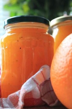 - Appelsinmarmelade - Orange Marmalade, - use a zester to make orange strands, not a grater (for visual effect) Do It Yourself Food, Dressings, Danish Food, Jam And Jelly, Sweets Cake, Mini Foods, Recipes From Heaven, Canning Recipes, Chutney