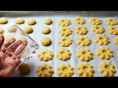 YouTube Basket Liners, Galletas Cookies, Arabic Food, Dessert Recipes, Desserts, Doughnut, Icing, Biscuits, Cereal