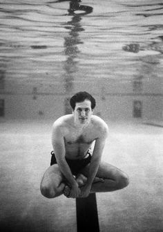 Harry Benson, portrait of chess genius Bobby Fischer underwater