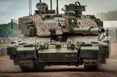 A self-propelled road checkpoint ( Challenger 2 ) ( x-post from /r/tankporn ) British Armed Forces, Military Armor, Armored Fighting Vehicle, World Of Tanks, Battle Tank, Army & Navy, Military Equipment, Modern Warfare, Armored Vehicles
