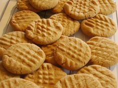 Splenda Cookies - Classics with low carb swap! Includes the classic Peanut Butter Cookie we love in our family. Peanut Butter Biscuits, Classic Peanut Butter Cookies, Gluten Free Peanut Butter Cookies, Best Peanut Butter, Healthy Cookies For Kids, Cupcakes, Cookie Recipes, Sweet Tooth, Sweet Treats