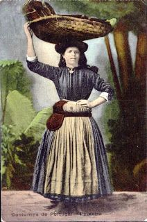 Costumes of Portugal - Peixeira Portugal, Nostalgic Pictures, Costumes Around The World, Vintage Cards, Old Pictures, Vintage Postcards, Costumes For Women, Portuguese, Celtic