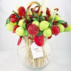 Fiestas con encanto: Ideas para brochetas de chuches - Bouquet en jarrón de cristal.