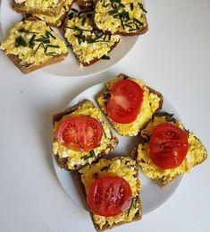 FIT placuszki drobiowe z warzywami i serem - Mocne Kalorie Avocado Toast, Recipies, Cooking, Breakfast, Food, Recipe, Recipes, Kitchen, Morning Coffee