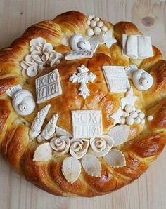 Pogača kruna by. pomoravka i ukrasavanje slavskog kolača od Dacalina Festive Bread, Holiday Bread, Christmas Bread, Bakery Recipes, Fruit Recipes, Bread Recipes, Cooking Recipes, Ukrainian Recipes, Croatian Recipes