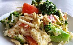 Dieses Reisgericht ist leicht verdaulich, daher eignet es sich auch gut als Abendmahlzeit. Der Mandelreis wird durch die Kombination von Mandelmilch und Mandelmus besonders cremig in der Konsistenz und gleichzeitig sorgen die Mandelstifte für einen knackigen Biss. Insgesamt ist dieses Gericht sehr ausgewogen und fein im Geschmack - einfach köstlich. (Zentrum der Gesundheit) © ZDG #brokkoli #mandeln #reis #mandelreis #vegan #rezept