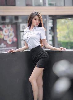 Pretty Korean Girls, Cute Asian Girls, Cute Girls, Beautiful Girl Body, Beautiful Asian Women, Girls Are Awesome, Cute Girl Photo, Asia Girl, Sexy Poses