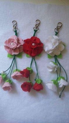 Crochet Heart Bookmark Key Chains 62 New Ideas Tissue Paper Flowers, Felt Flowers, Fabric Flowers, Felt Diy, Felt Crafts, Felt Keychain, Heart Bookmark, Diy Arts And Crafts, Felt Ornaments