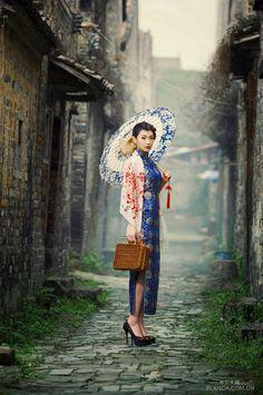 Geisha Anime, Pre Wedding Photoshoot, Photoshoot Ideas, Cheongsam Dress, China Girl, Fashion Painting, Outfits With Hats, China Fashion, Beautiful Asian Women