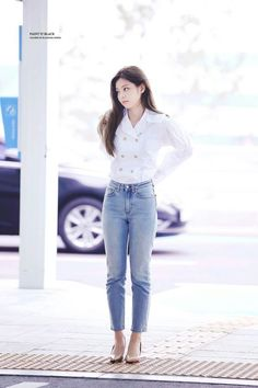 HD - Jennie Blackpink spotted in the airport on her way to France for Chanel Event. Blackpink Fashion, Fashion Idol, Korean Fashion, Fashion Couple, Blackpink Jennie, Black Pink Jennie Kim, Kpop Mode, Jenny Kim, Style Outfits