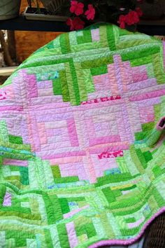 This is beautiful- wish I could quilt (too bad it's one thing I don't enjoy).