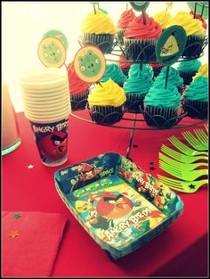 Angry Birds Party cupcakes.