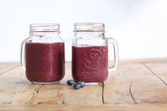 "Banana Blueberry Orange Smoothie: ""Kids love the delightful purplish color of this refreshing snack! Just add ice to turn it into a delicious sorbet. Smoothies Banane, Smoothie Fruit, Smoothie Packs, Smoothies For Kids, Yummy Smoothies, Protein Smoothies, Blender Recipes, Raw Food Recipes, Ninja Recipes"