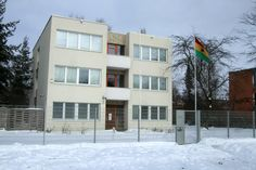 tall tales [architecture tours of pankow's gdr-era buildings]