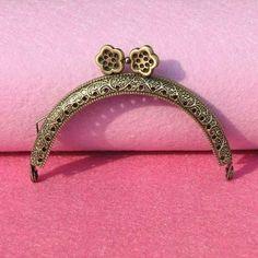 20 PCS Antique Bronze Tone Flower Metal Frame Kiss Clasp Lock Handle Purse  Bag Flower Bag 108a8173515c