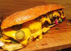 Du stehst auf selbstgemachte Burger? Fire Pit BBQ zeigt dir heute wie du dir einen X-TRA Long Chili Cheese Burger selber machst. Alle Grillrezepte kostenlos Chili Cheese Burger, Burger Co, Fire Pit Bbq, Cheeseburger Recipe, Burger Recipes, Barbecue, Brunch, Food And Drink, Tasty