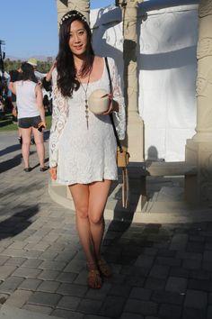 Street style: Coachella. Eunice es de Los Angeles. Lleva vestido y collar de Urban Outfitters y anillo vintage de Charlotte Russe.