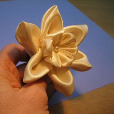 Embroidery Satin Flower daffodil ribbon flower - Just another daffodil version, mounted on a comb. Satin with freshwater pearl. Diy Lace Ribbon Flowers, Ribbon Flower Tutorial, Cloth Flowers, Kanzashi Flowers, Ribbon Art, Satin Flowers, Ribbon Crafts, Fabric Ribbon, Faux Flowers
