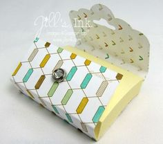 This holds a stack of mini Post-it Notes. Use the Scallop Tag Topper Punch with the Lullaby Designer Series Paper to create this Post-it holder, and decorate it with a Petite Petals flower layered with the Itty Bitty Accents flower found in the Something to Say stamp set. To hold it closed, use a Candy Dots Brad Base topped with a Rhinestone Basic Jewel.