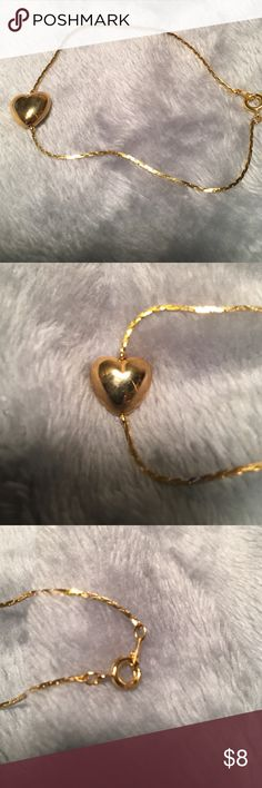 Gold clasp bracelet with heart on it. Gold bracelet with gold heart that has a bit of an abnormality and scratches on the heart. The chain is too big for my smaller wrist. Jewelry Bracelets