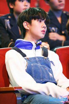 Cute Boy Things, Kpop Guys, Ulzzang Boy, Handsome Boys, K Idols, Photo Cards, Cute Boys, Boy Bands, Bangs