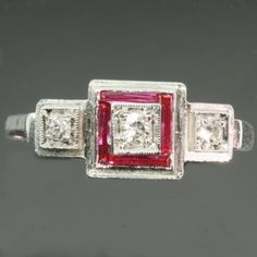 Art Deco ruby diamond engagement ring platinum band fine vintage jewelry - Bague Art Déco.
