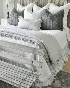 Cozy Farmhouse Master Bedroom Decorating Ideas (32)
