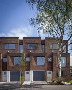 modern brownstone with brick facade - Bing Terrace House Exterior, Townhouse Exterior, Modern Townhouse, Townhouse Designs, Brick Architecture, Residential Architecture, Brick Building, Building Design, Brick Projects