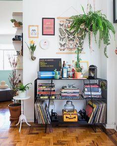 """9,952 curtidas, 58 comentários - Histórias de Casa (@historiasdecasa) no Instagram: """"um cantinho simples na parede pode ser incrível!!! esse trecho do irresistível apartamento da…"""""""