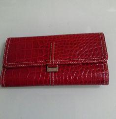 Liz Claiborne Wellet Beautiful wellet , have lot of space. Liz Claiborne Bags Wallets