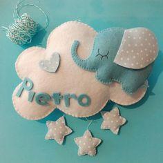 Un dolcissimo elefantino pronto a dare il benvenuto al piccolo Pietro dalla sua soffice nuvoletta