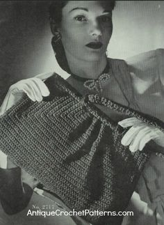 Follow this crochet bag pattern to make a large purse with a handle. You can crochet this bag in any color you wish.