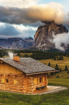 coffeenuts: bluepueblo:Mountain Cabin, Seiser Alm, Italy photo via zoom Cabin Homes, Log Homes, Ideas De Cabina, Cabin In The Woods, Cabins And Cottages, Log Cabins, Mountain Cabins, Lake Mountain, Wooden Cabins