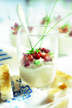 Amuse of cauliflower cream with bacon I Love Food, Good Food, Homemade Recipe Books, Tapas Menu, Bistro Food, Dutch Recipes, Buffet, Sandwiches, Foods