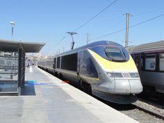La rame TGV TMST 3212 Alstom (dans sa livrée Eurostar e300) entrant en gare de Marseille Saint-Charles le 17 juillet 2016. Cette rame à grande vitesse assurait la liaison commerciale Londres St Pancras International - Marseille Saint-Charles (train 9085). Page web : http://tgveurofrance.com.pagesperso-orange.fr/materiel-roulant/eurostar/index.htm