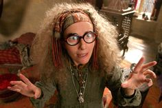 Diviniation Professor Sybil Trelawney played by Emma Thompson in Harry Potter and the Prisoner of Azkaban Harry Potter World, Harry Potter Witch, Harry Potter Theories, Mundo Harry Potter, Harry Potter Characters, Harry Potter Character Quiz, Potter Facts, Iconic Characters, Character Names