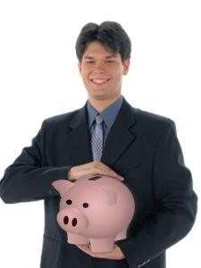 El método de financiamiento para un negocio más común y seguro siempre será el de utilizar capital propio, es decir, hacer uso de dinero con el que ya contamos, ya sea de nuestros ahorros o de cualquier otra fuente personal por ejemplo: del uso de tarjetas de crédito o por la venta de activos personales. - See more at: http://ferias-internacionales.com/blog/metodos-de-financiamiento-para-un-negocio/#sthash.blDBcGBe.dpuf