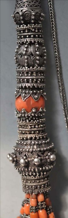 Detail of Yemen necklace with large scale beads covered with very fine granulation. (archives sold Singkiang)