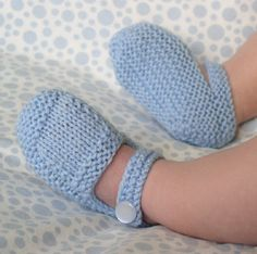 Blue Mary Jane Booties free pattern. Baby booties