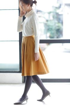 Weather can be unpredictable. Bring warmth to your stylish look by pairing our Dry Stretch Pleated Skirt with HEATTECH Tights.