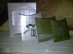 Cajas tipo sobre  para dulces Materiales: Cartulina , cinta