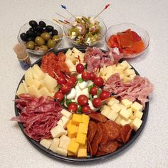 Italian Meat & Cheese Platter Here is a very easy Italian Meat and Cheese… Meat Cheese Platters, Deli Platters, Meat Trays, Meat Platter, Antipasto Platter, Deli Tray, Platter Board, Platter Ideas, Wine Cheese