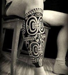 tatuajes maories en la pierna para hombres #polynesiantattooswomen #maoritattoosleg #polynesiantattoosleg