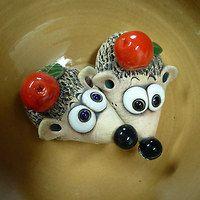 Figurky, miniatury / Keramika | Fler.cz Pottery Animals, Ceramic Animals, Clay Animals, Ceramic Pots, Ceramic Pottery, Pottery Art, Clay Projects, Clay Crafts, Homemade Clay