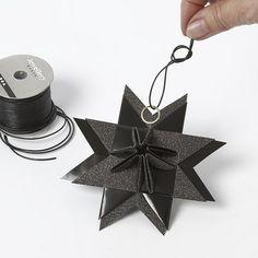 Stjerne med pyramidespids, foldet af stjernestrimler