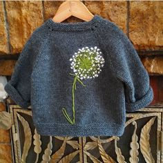 trendy baby diy stricken trendy baby diy stricken Knitting Pattern for 2 Row Repeat Sixty Years Sweater - Long-sleeved pullover knit in a 2 row repeat Broke. Easy Knitting Projects, Knitting For Kids, Knitting For Beginners, Free Knitting, Knitting Ideas, Knitting Needles, Free Sewing, Baby Knitting Patterns, Sewing Patterns